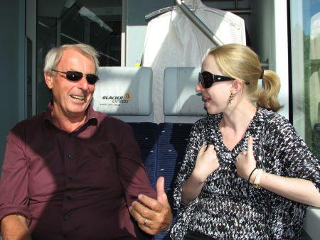 Eu conversando com Andrea no trem, clique surpresa do Má