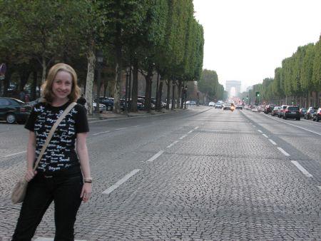 Eu na avenida Champs-Élysées