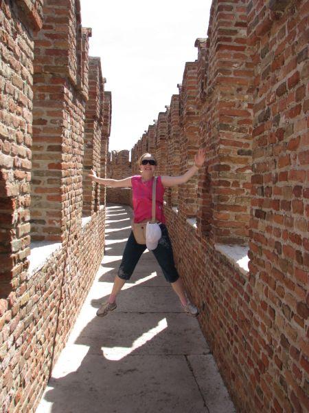 Eu num salto e fazendo palhaçada no castelo ;o)