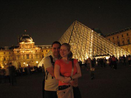 À noite... O Museu do Louvre!!!