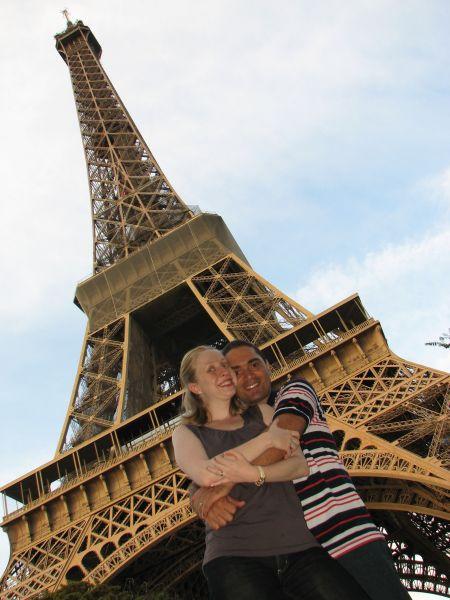 A Torre Eiffel de dia.