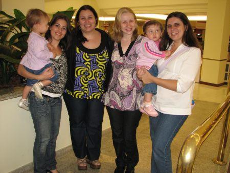 Conheci a querida Lu e a filhota Julia - e na foto Ru, eu, Gi e Nanda