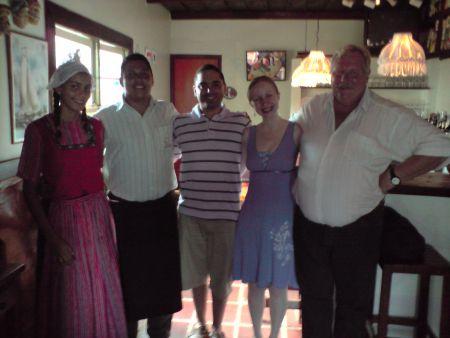 Ao meu lado, o Sr. Robert, holandês dono do restaurante, sempre simpaticíssimo!